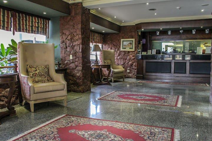 Deep Hill Hotel