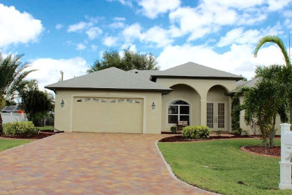 Private Heated Pool W 6 Foot Center Houses For Rent In Cape Coral Florida United States