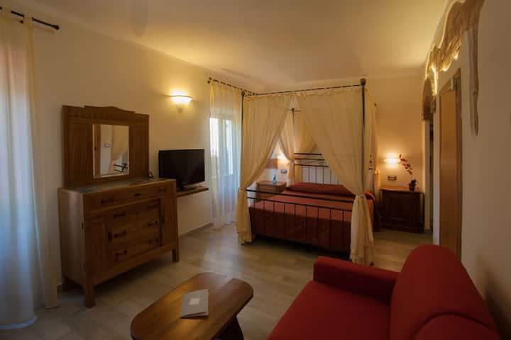 BOUTIQUE HOTEL ILIO • Triple room with balcony