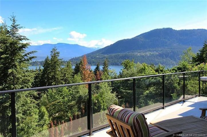 Shuswap Lakeview Suite