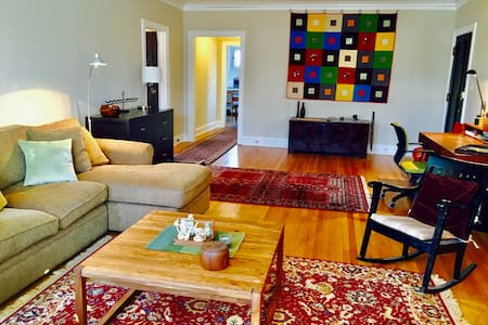 Expansive Apartment in Great Location - Evanston - 公寓