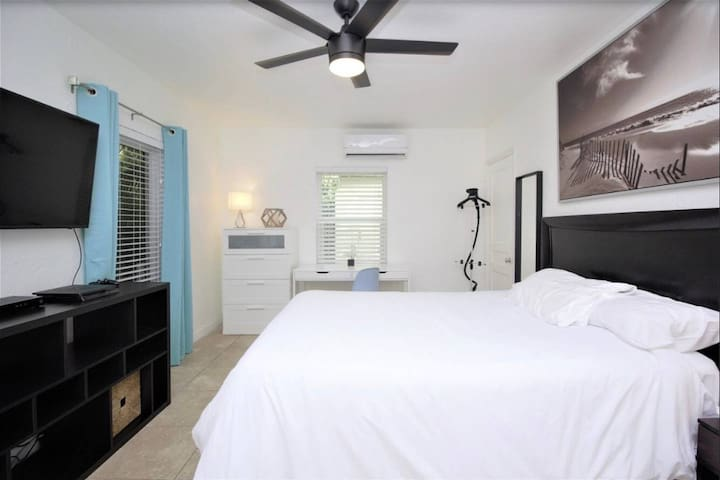 628B FLL Studio- 1.5 mi to Beach & Las Olas Blvd