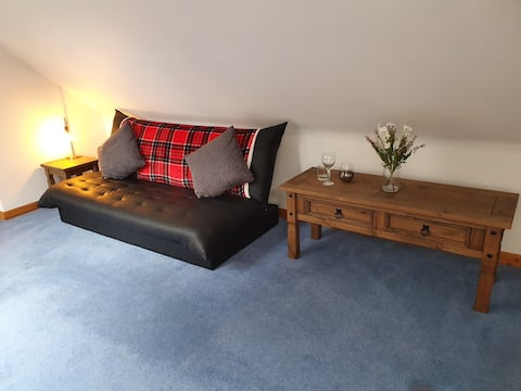 Bright cosy countryside retreat on royal deeside