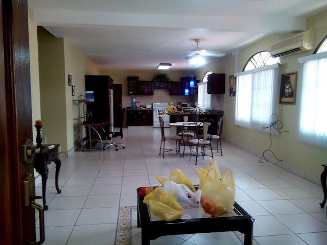 Friendly Neighborhood & Calm Place - San Pedro Sula - Casa