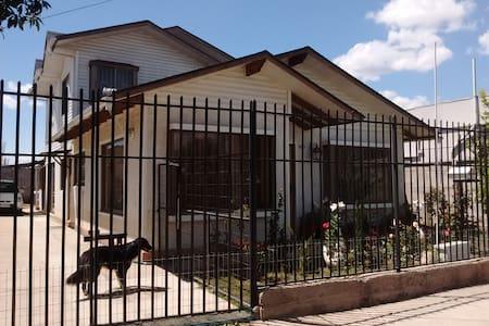 """Hospedaje en  Quilpué, """"Ciudad del Sol"""" - House"""