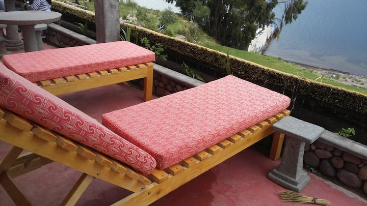 Amantani Qocha triple bed