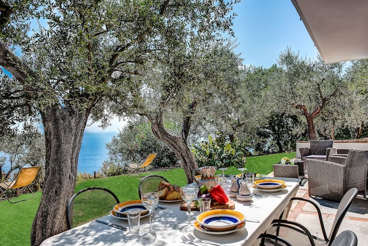 Mirò Torca - Sun-drenched Terrace with Views