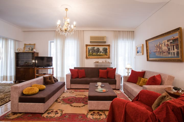 Luxury, large apt in the center of Athens