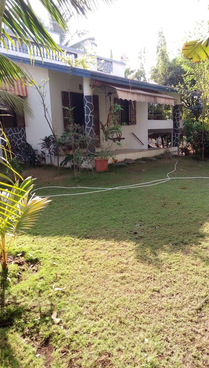3 bedroom,3 bath / toilets ,3 patios,garden,