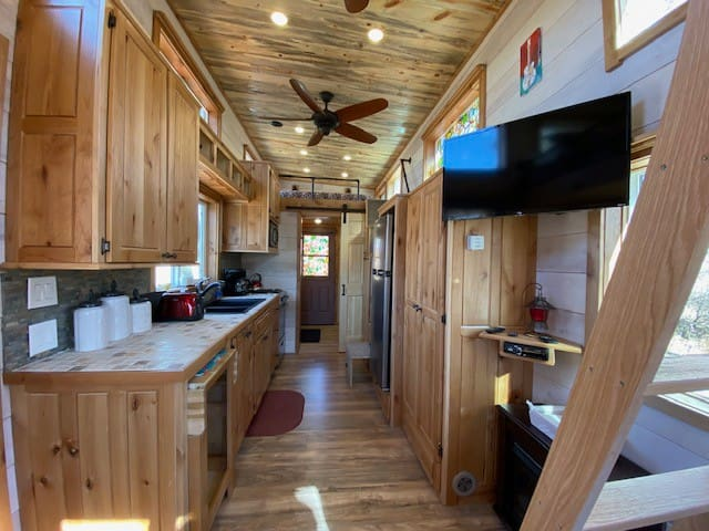 20% off Gorgeous Tiny House on a Private Ranch
