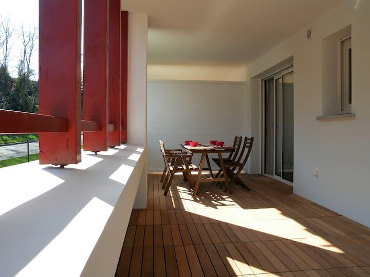 T2 neuf proche plage, 3*, wifi, garage, terrasse