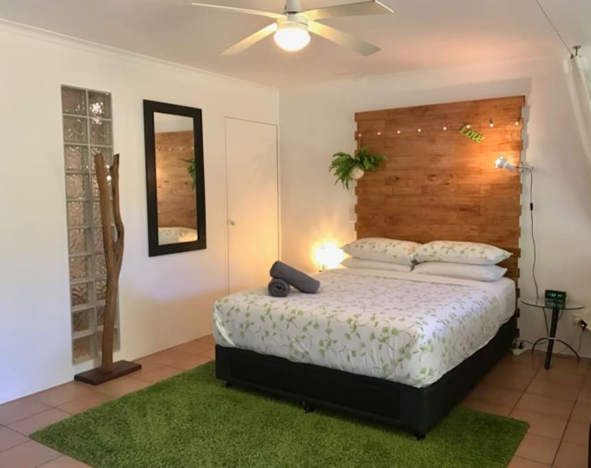 Comfortable Queen bed. Lots of storage space and huge wardrobe. Fresh linen and towel change for stays more than 8 nights. Lots of books and magazines for your reading pleasure.