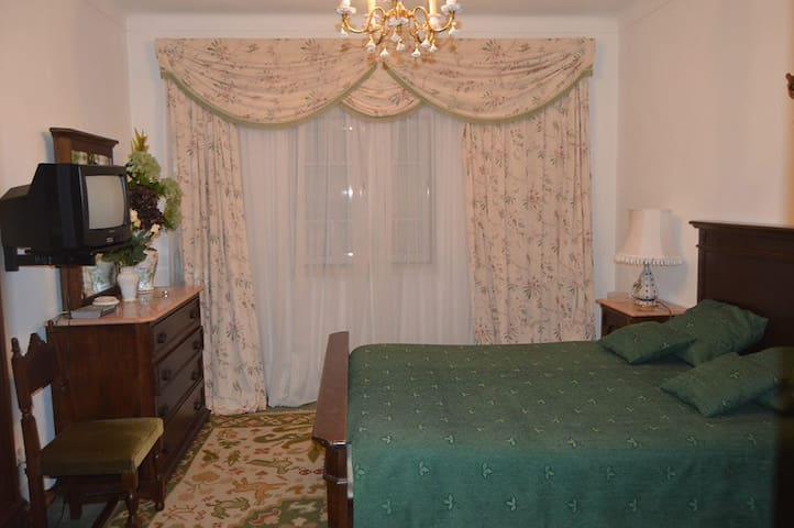 Room with Double Bed (Great for Papal visit) - Abrantes - House