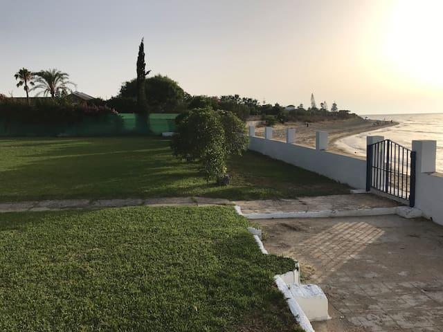 Chalet a pie de playa, zona En La Jara
