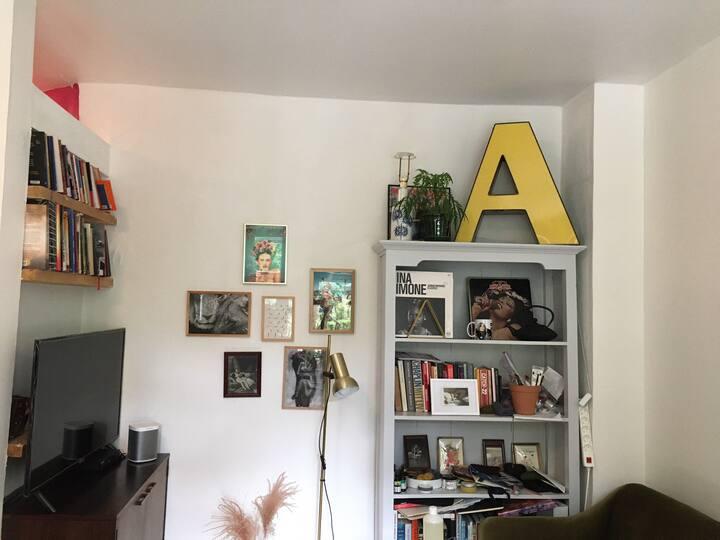Unique artsy apartment just at Frederiksberg Have