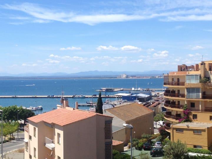 Appartement vue sur mer et montagne à Roses