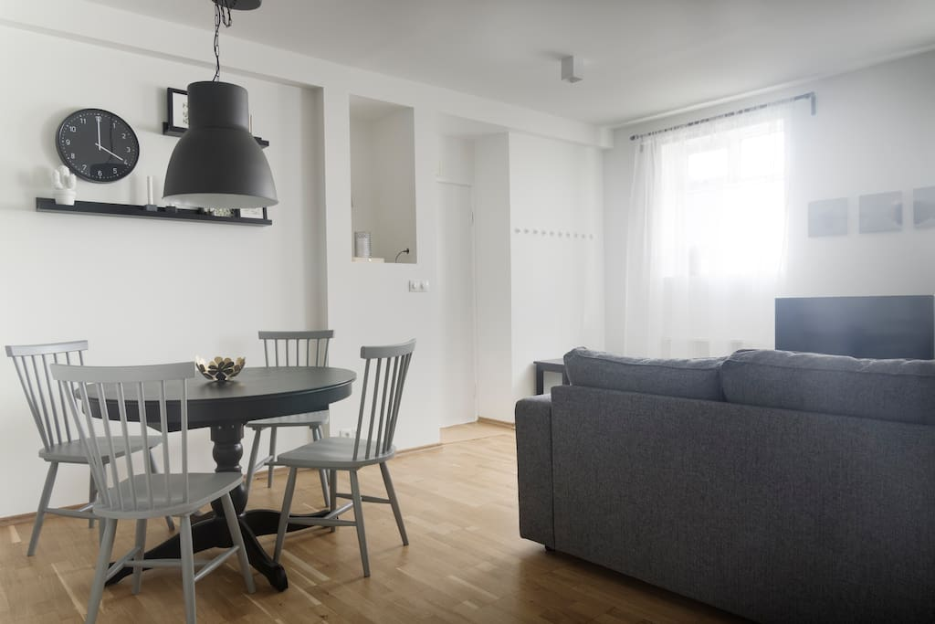 Dining are and livingroom with a pull out sofa.