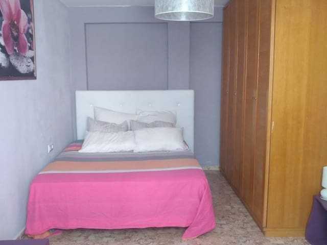 01.Cozy Room near Ciudad de las Artes & the beach