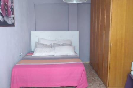 01.Cozy Room near Ciudad de las Artes & the beach