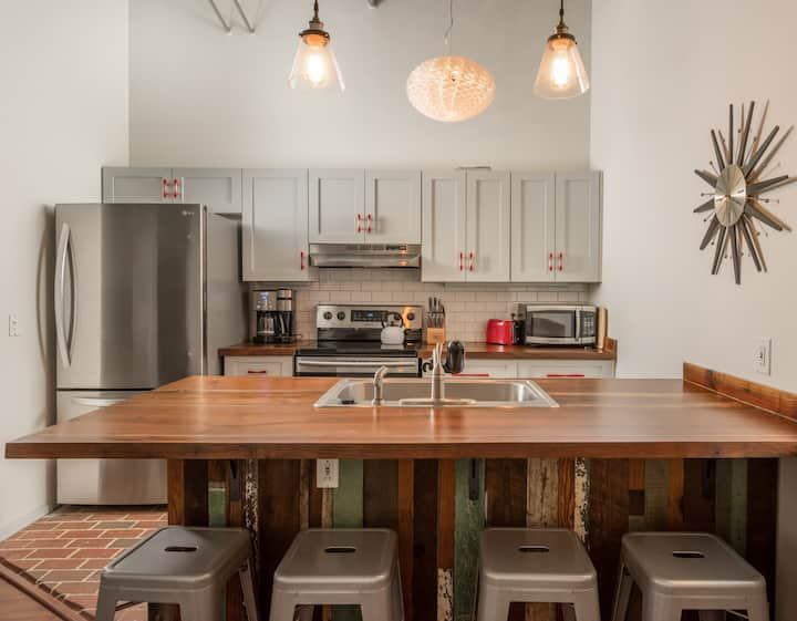 Feel the True Athens Vibe in this Downtown Loft!!