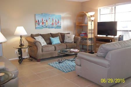 2/2 corner unit on ground floor sleeps 8 in town - 阿蘭薩斯港(Port Aransas)