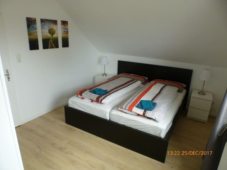 Schlafzimmer (2 x Bettwäsche 155x220 cm)
