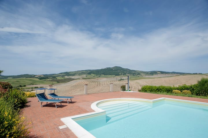 Beautiful Tuscan apt + shared pool