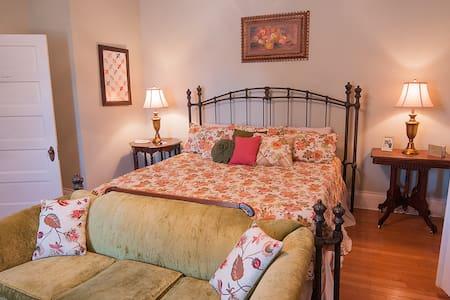 Sandstone Street Bed and Breakfast - Llano
