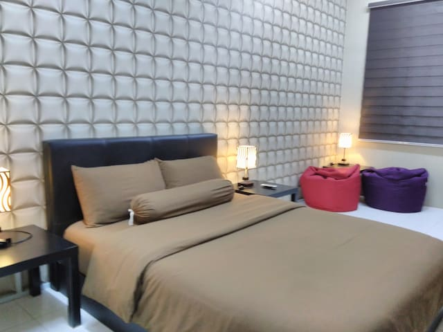 Private 1Q&BA (2pax). A room with queen bed with en-suite bathroom for 2 person