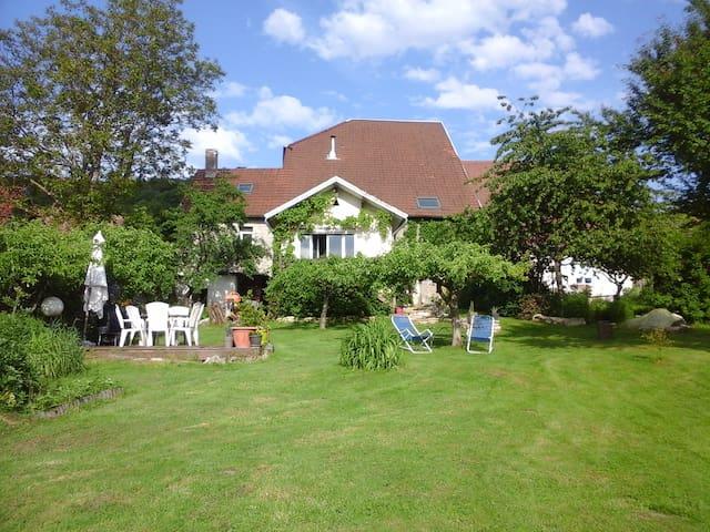 ancienne ferme rénovée pour séjour campagnard - Rougemont - Casa