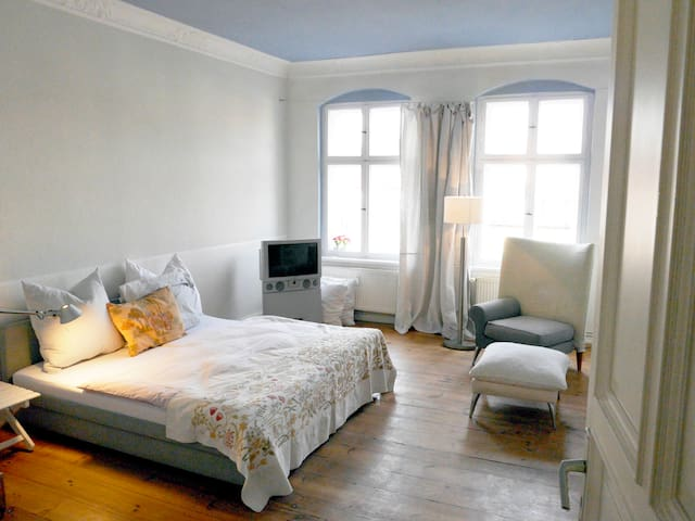 "Charming very sunny flat ""Altbau"" - Berlijn - Appartement"