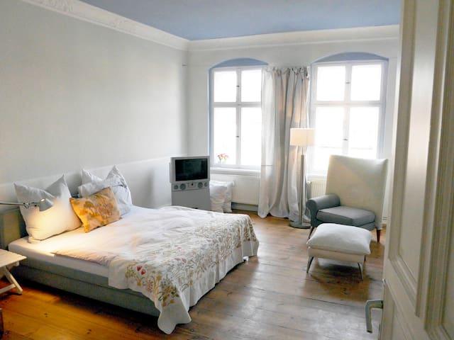 """Charming very sunny flat """"Altbau"""" - Berlin - Apartament"""