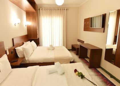 Sunny apartment  in the heart of Tirana - Tiranë - Apartment