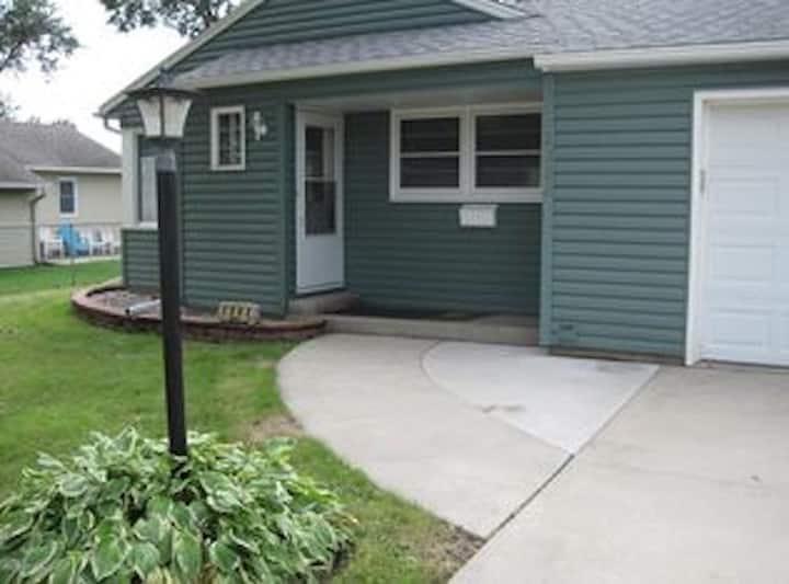 1303 Retreat: 1 mi to Mayo Clinic; attached garage