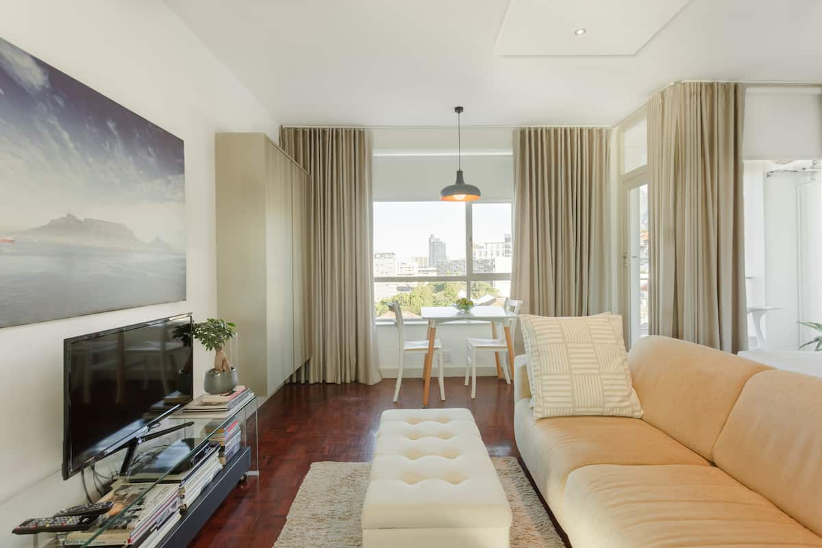 Modern Apartment with Great Views of Cape Town