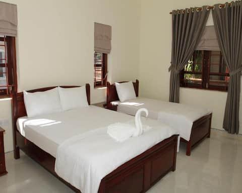 Phòng ba giường tại Làng Mangala Phú Quốc