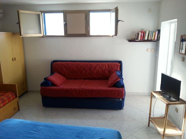 Stanza e divano letto