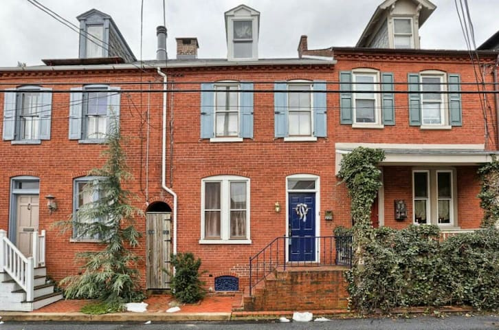 Heart of City, 3 BR on Quiet Street - Lancaster - House
