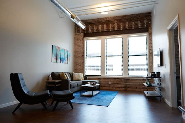 2BR 2BA LOFT IN HISTORIC BUILDING DOWNTON KC