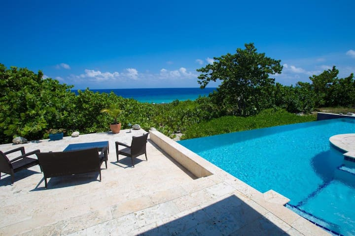 View of the sea from the patio (Photo by: Pinnacle Media Group)