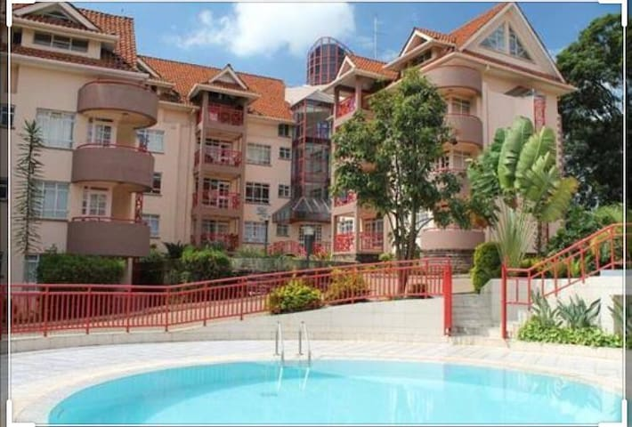 Luxury Townhouse w/ Pool,Wifi, Cable TV  Westlands