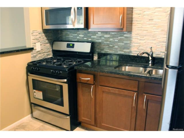 Newly Renovated Downtown Royal Oak Apartment - Royal Oak - Daire
