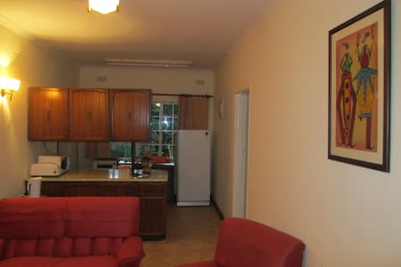 The Flat. 3 Chelsea Close, Marlborough, Harare - Ház