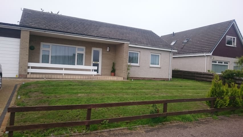 Lovely quiet detached Bungalow - Forres