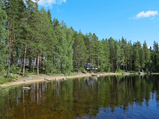 Beautiful, wonderfully located holiday home, the only house on the small island Korsnäsholmen directly on the lake Havern