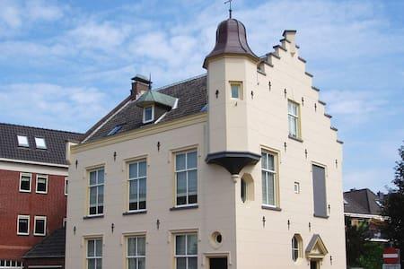 Monumentaal pand in het centrum van Breukelen - Breukelen
