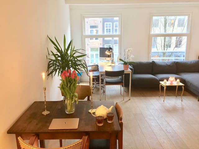 Bright canal apartment in buzzing hart of A'dam