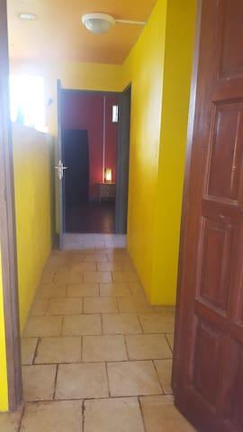 Accès chambre double avec salle d'eau et wc