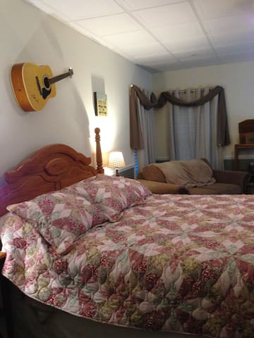 Country Cottage at Swan Song Inn