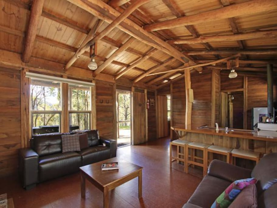 Possum log cabin large open fire houses for rent in for Log cabins victoria